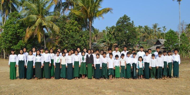 Kinder-Lehrerinne in Taung Thayet Kone